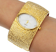 Women's Elegant Round Dial Alloy Band Quartz Analog Bracelet Watch (Assorted Colors)