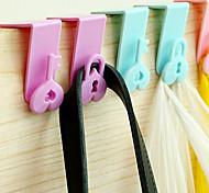 2pcs Heart Shaped Door Back Hanger Over Door Hook Hanging Set (Random Color)