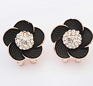 The European and American fashion flower pearl earrings