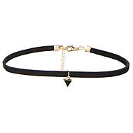 Női Rövid nyakláncok Ékszerek Geometric Shape Bársony Ötvözet Alap Függő Multi-módon kell viselni Fekete Ékszerek MertEsküvő Halloween