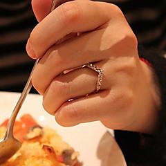 Love Heart-Shaped Guld Full Diamond V-formad svans ringen är inte justerbar ring 2013 Nytt