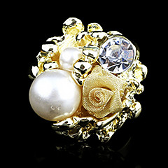 Classic Flower Women's Clear Rhinestone With Imitation Pearl And Gold Alloy Statement Rings(1 Pc)