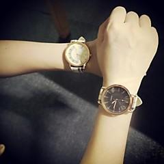 Couple's  Circular Vintage Quartz Fashion Belt Watch(Assorted Colors) Cool Watches Unique Watches