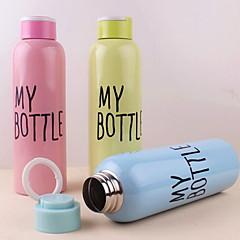 500ml yksikerroksinen ruostumattomasta teräksestä kannettava pullo rintareppu (random väri)