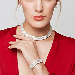 Női Ékszer készlet Rövid nyakláncok Fülbevaló Nyaklánc Strassz Divat luxus ékszer elegáns Menyasszonyi Többrétegű jelmez ékszerek Strassz