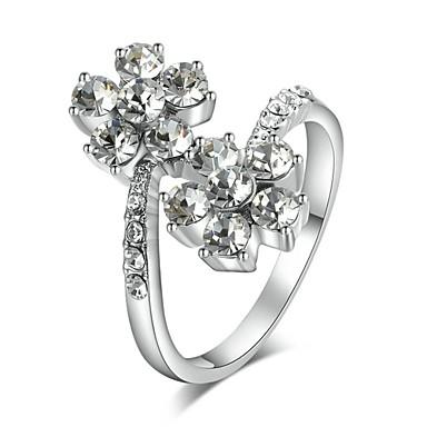 Cuadrado simular anillos de diamantes para las mujeres