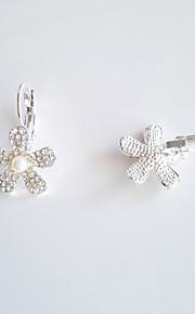 Øreringe Flower Shape,Smykker 1 par Moderigtig / Yndig / Personlighed Legering Gylden / Sølv Bryllup / Party / Daglig / Afslappet / Sport