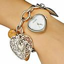 Women's  Hollow Engraving Heart Pattern Alloy Band Quartz Analog Bracelet Watch (Assorted Colors)